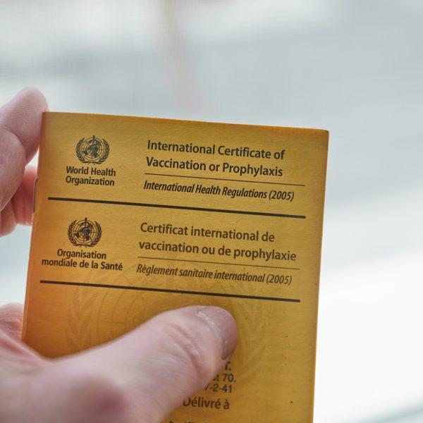 internationaal verhuizen vaccinatie paspoort vaccinatieboekje